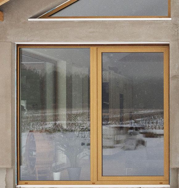 okno drewniane z jednym skrzydłem otwieranym