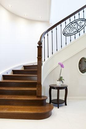 schody drewniane dębowe z poręczą